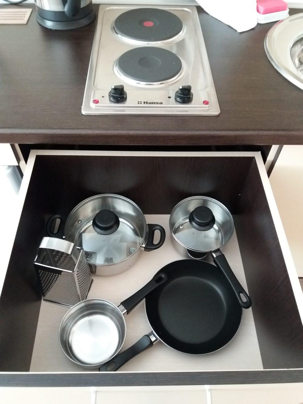 Наша кухня, где вас ждет полный комплект посуды!