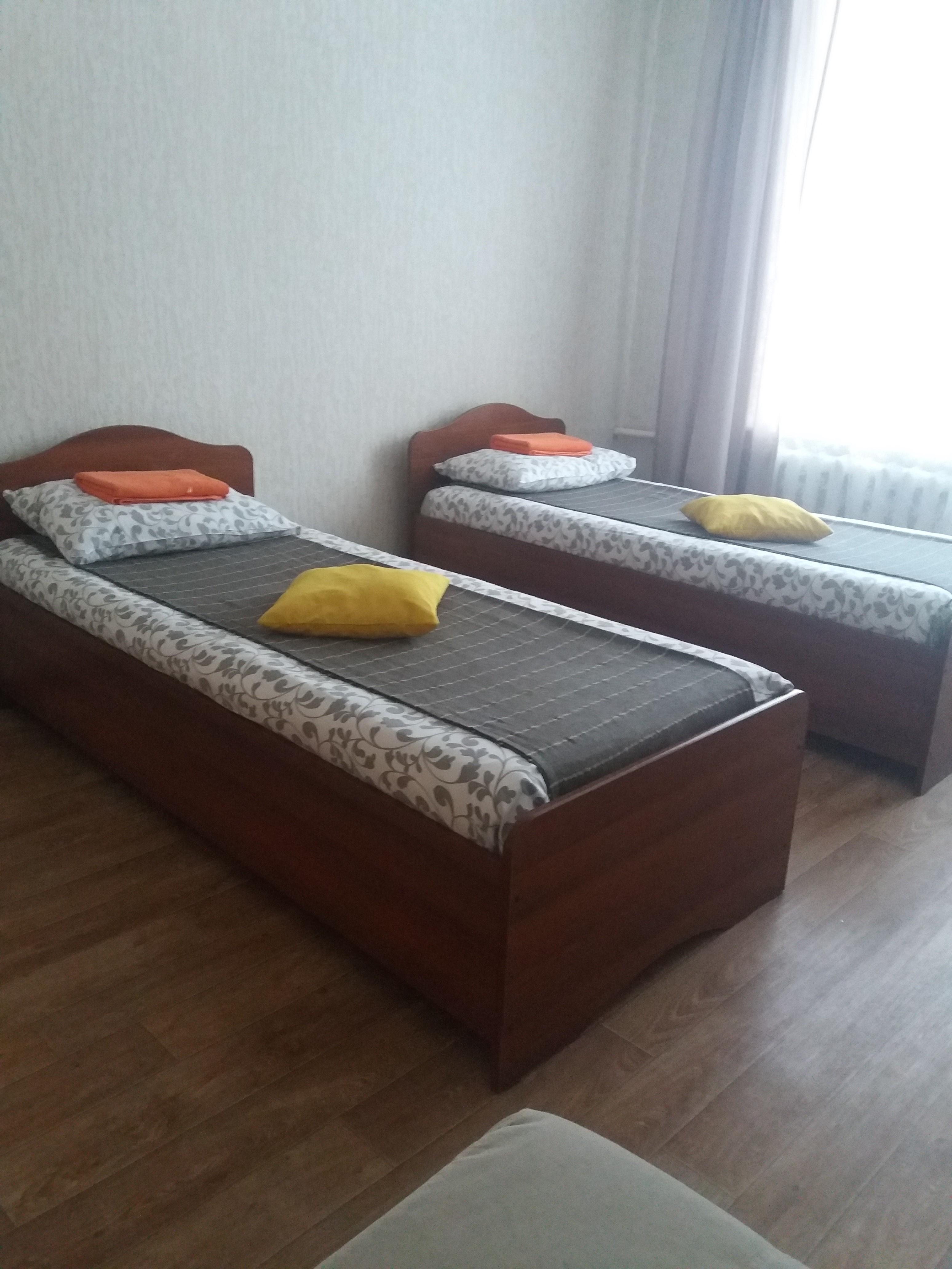 Раздельные кровати эконом-номера на 2-м этаже